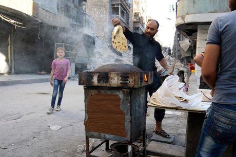 Hinh anh doi khat, thieu thon va tuyet vong o vung chien su Aleppo - Anh 13