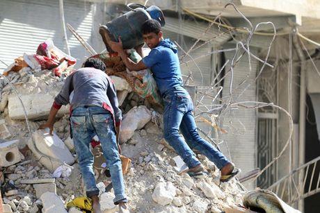 Hinh anh doi khat, thieu thon va tuyet vong o vung chien su Aleppo - Anh 1