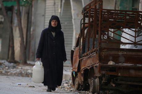 Hinh anh doi khat, thieu thon va tuyet vong o vung chien su Aleppo - Anh 2