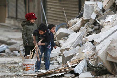 Hinh anh doi khat, thieu thon va tuyet vong o vung chien su Aleppo - Anh 5