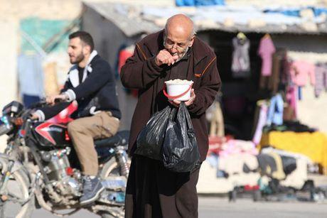 Hinh anh doi khat, thieu thon va tuyet vong o vung chien su Aleppo - Anh 7
