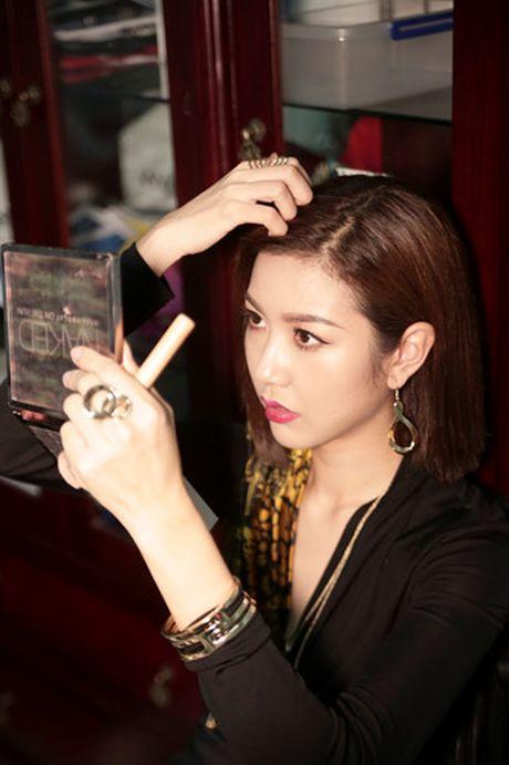 A hau Thuy Van dien vay in hoa tiet ho quyen luc cua Versace - Anh 8