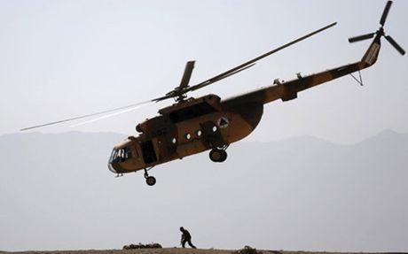 Tuong Afghanistan tu nan, 10 si quan khac bi thuong do truc thang roi - Anh 1