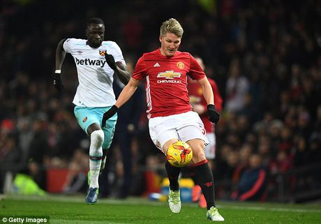 Schweinsteiger tai xuat Quy do, Old Trafford chao don nong am - Anh 10