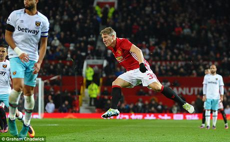 Schweinsteiger tai xuat Quy do, Old Trafford chao don nong am - Anh 11