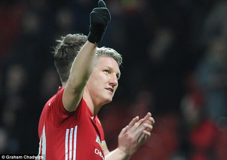 Schweinsteiger tai xuat Quy do, Old Trafford chao don nong am - Anh 1