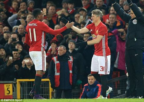 Schweinsteiger tai xuat Quy do, Old Trafford chao don nong am - Anh 7