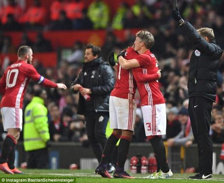 Schweinsteiger tai xuat Quy do, Old Trafford chao don nong am - Anh 8