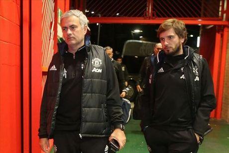 Mourinho chi dao cac hoc tro tu 1 vi tri bi mat tai Old Trafford - Anh 2