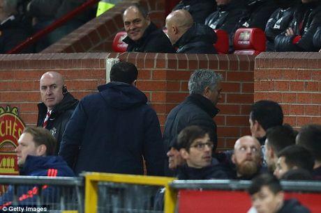 Mourinho chi dao cac hoc tro tu 1 vi tri bi mat tai Old Trafford - Anh 3