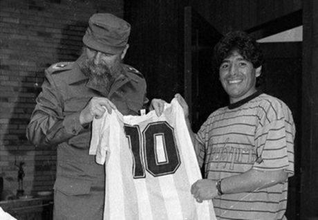 Fidel Castro da cuu mang Maradona nhu the nao? - Anh 1