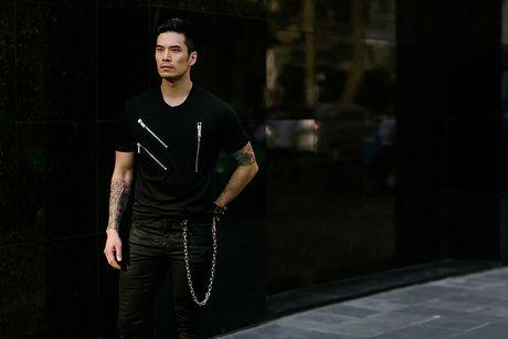 Thien Nguyen khoe ve dien trai tren pho Sai Gon - Anh 2