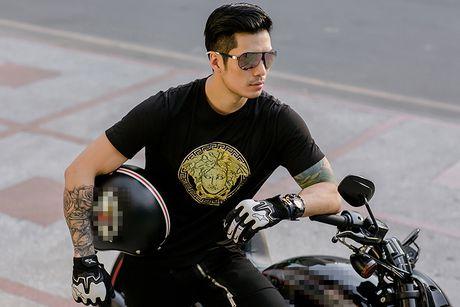Thien Nguyen khoe ve dien trai tren pho Sai Gon - Anh 4