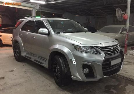 Toyota Fortuner doi cu 'lot xac' thanh Lexus LX570 sieu sang - Anh 2