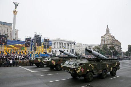 Ukraina thu ten lua gan Crimea, Nga 'nong mat' - Anh 1