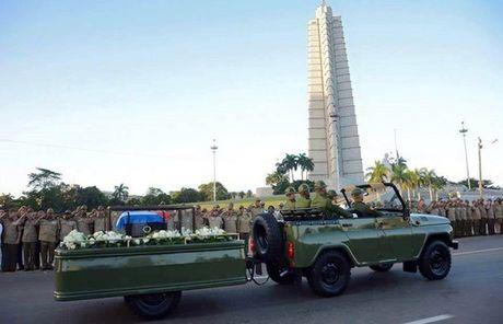 Cuba tien hanh le ruoc tro cot lanh tu cach mang Fidel Castro - Anh 1