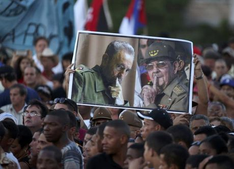 Tro cot lanh tu Fidel Castro di doc dat nuoc - Anh 5