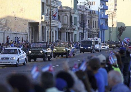 Tro cot lanh tu Fidel Castro di doc dat nuoc - Anh 7