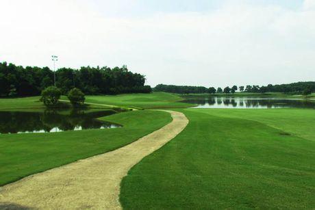 UBND TP Ha Noi yeu cau kiem tra du an mo rong 18 ho golf tai san golf Quoc te Dao Vua - Anh 1