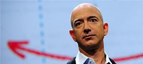 Nhan vien Amazon tu tu, de lai la thu day phan no cho CEO Jeff Bezos - Anh 1