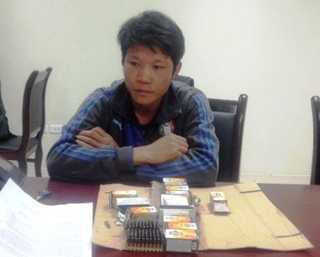 Bat doi tuong mang 700 vien dan tu Lao ve Viet Nam - Anh 1