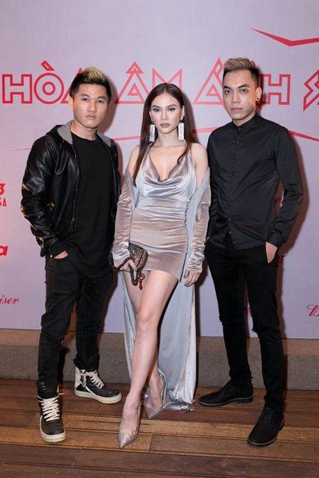 Huong Giang idol lai xe 4 ty, dien mot quan 'que' di hop bao - Anh 11