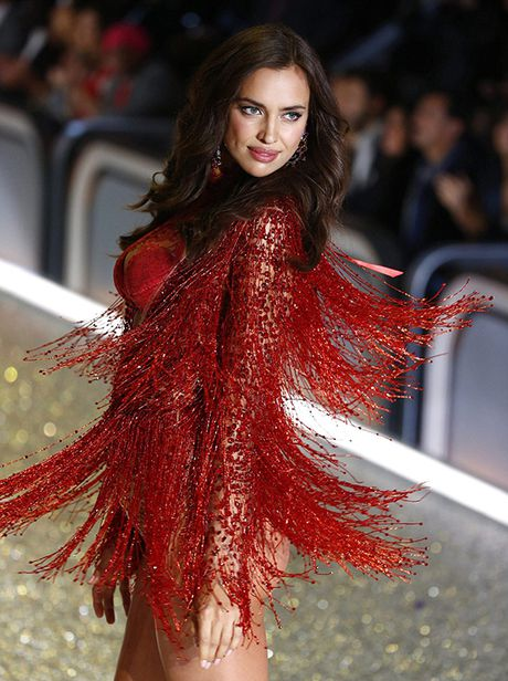 It ai biet co nguoi mau mang bau catwalk tai Victoria's Secret Show 2016 - Anh 2