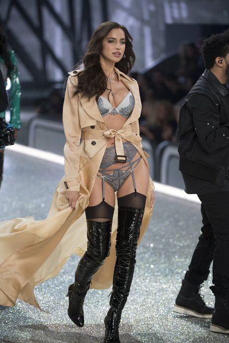 It ai biet co nguoi mau mang bau catwalk tai Victoria's Secret Show 2016 - Anh 3