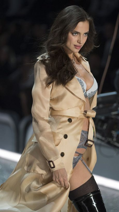 It ai biet co nguoi mau mang bau catwalk tai Victoria's Secret Show 2016 - Anh 4