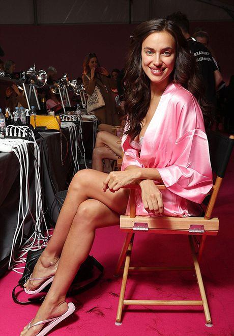 It ai biet co nguoi mau mang bau catwalk tai Victoria's Secret Show 2016 - Anh 6