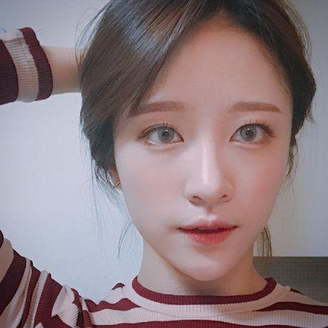 Sao Han 1/12: Park Shin Hye xi mat, Hani mat xam nhu bup be Tay - Anh 1