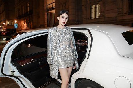 Ngoc Duyen lan dau dien dam xuyen thau, cung Le Ha toi show Victoria's Secret 2016 - Anh 10