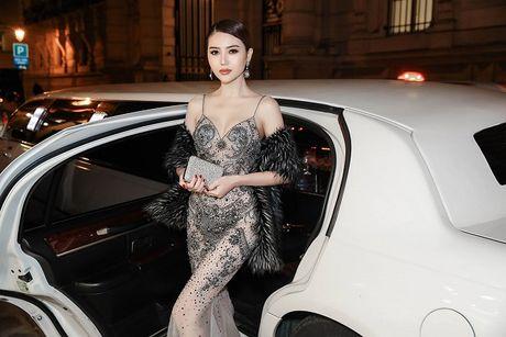Ngoc Duyen lan dau dien dam xuyen thau, cung Le Ha toi show Victoria's Secret 2016 - Anh 12