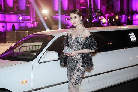 Ngoc Duyen lan dau dien dam xuyen thau, cung Le Ha toi show Victoria's Secret 2016 - Anh 14