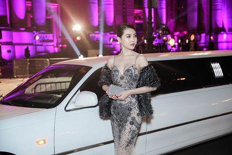 Ngoc Duyen lan dau dien dam xuyen thau, cung Le Ha toi show Victoria's Secret 2016 - Anh 15