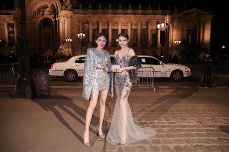 Ngoc Duyen lan dau dien dam xuyen thau, cung Le Ha toi show Victoria's Secret 2016 - Anh 16