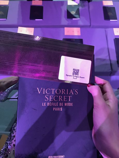 Ngoc Duyen lan dau dien dam xuyen thau, cung Le Ha toi show Victoria's Secret 2016 - Anh 18