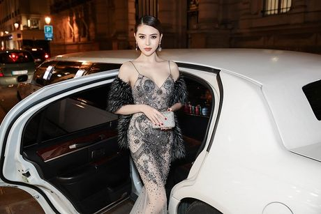 Ngoc Duyen lan dau dien dam xuyen thau, cung Le Ha toi show Victoria's Secret 2016 - Anh 6