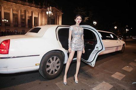 Ngoc Duyen lan dau dien dam xuyen thau, cung Le Ha toi show Victoria's Secret 2016 - Anh 8