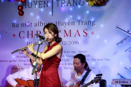 Nu nghe si sao Huyen Trang tung bung chao Giang sinh - Anh 6