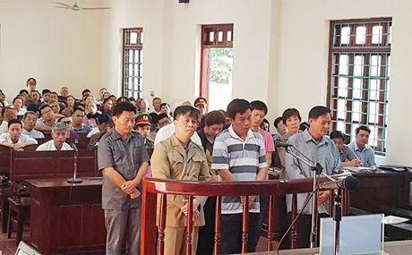 Nguyen Bi thu va Chu tich TP Vinh Yen lanh an tu - Anh 1
