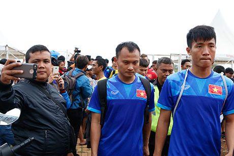DTVN: Huu Thang lam 100 phong vien o Indonesia bat ngo - Anh 10