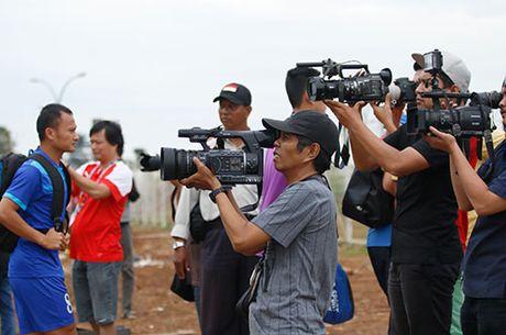 DTVN: Huu Thang lam 100 phong vien o Indonesia bat ngo - Anh 1