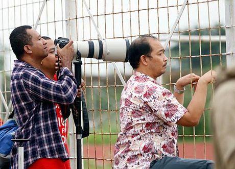 DTVN: Huu Thang lam 100 phong vien o Indonesia bat ngo - Anh 4