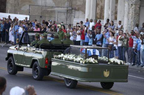 Cuba dua tro cot dong chi Fidel Castro di vong quanh dat nuoc - Anh 2