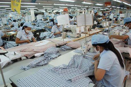 Hoa Ky chi gan 9,5 ty USD nhap khau quan, ao Viet Nam - Anh 1