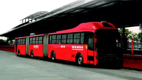 Xe bus dai nhat the gioi cho duoc 300 nguoi - Anh 1