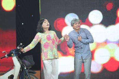 Cuoi xuyen Viet: Trinh Tu Trung nhan 'con mua loi khen' tu giam khao Hoai Linh - Anh 2