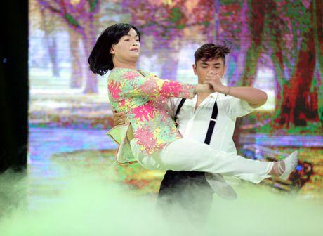 Cuoi xuyen Viet: Trinh Tu Trung nhan 'con mua loi khen' tu giam khao Hoai Linh - Anh 7