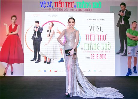 Hoa hau Huynh Thuy Anh dien dam xuyen thau tai xuat quyen ru - Anh 5